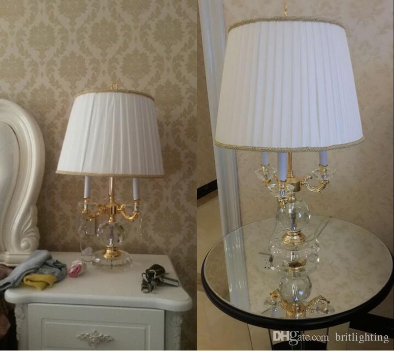 La lampada da tavolo di cristallo del comodino della camera da letto studio europeo di stile nordico modella le lampade decorative decorative della stanza del modello di lusso della villa le luci dell'angolo del sofà della villa