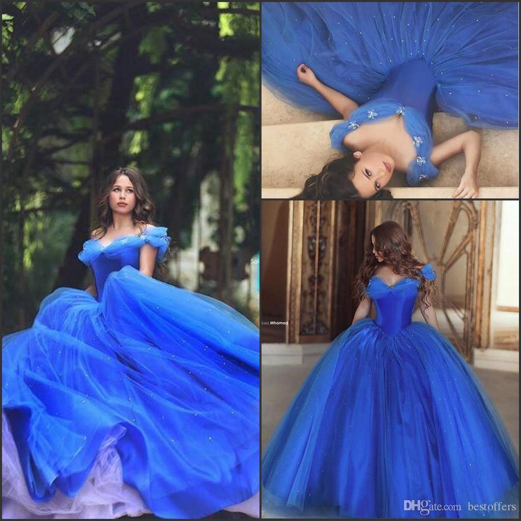 Azul Royal Charme Cinderela Vestidos de Baile Vestidos Quinceanera 2017 Fora do Ombro com Hadande Flor Meninas Vestidos de Baile Masquerade BO8824