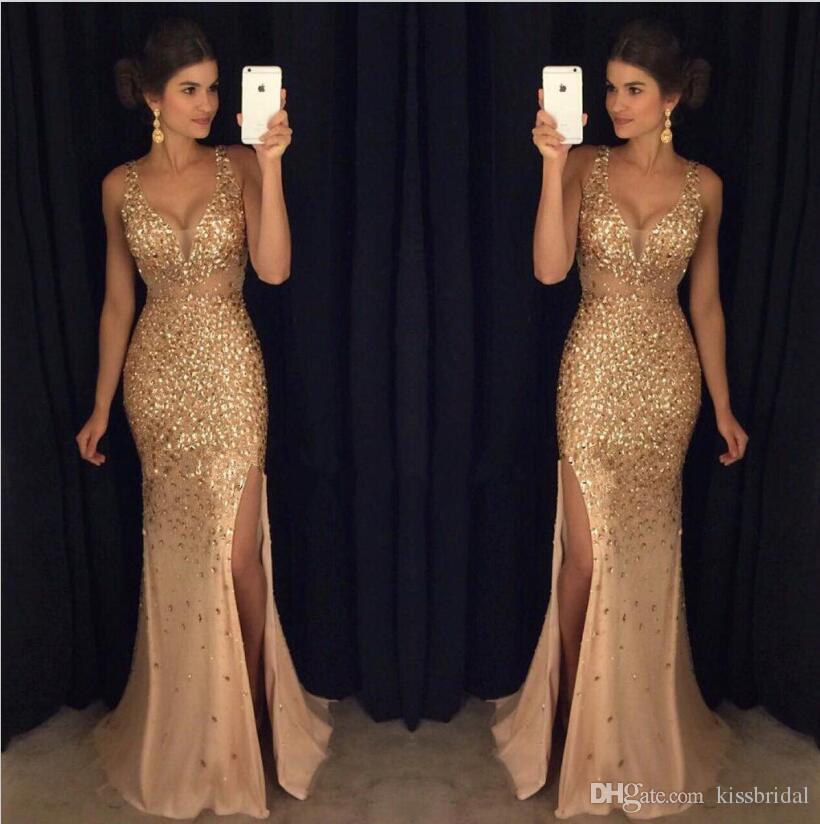 a7cd9f4969 Compre Oro 2017 Vestidos De Baile De Cristal Rebordear De Alta Raja De  Cuello En V Profunda Sirena Formal Vestido De Fiesta Largo Gasa Barato  Vestido De ...