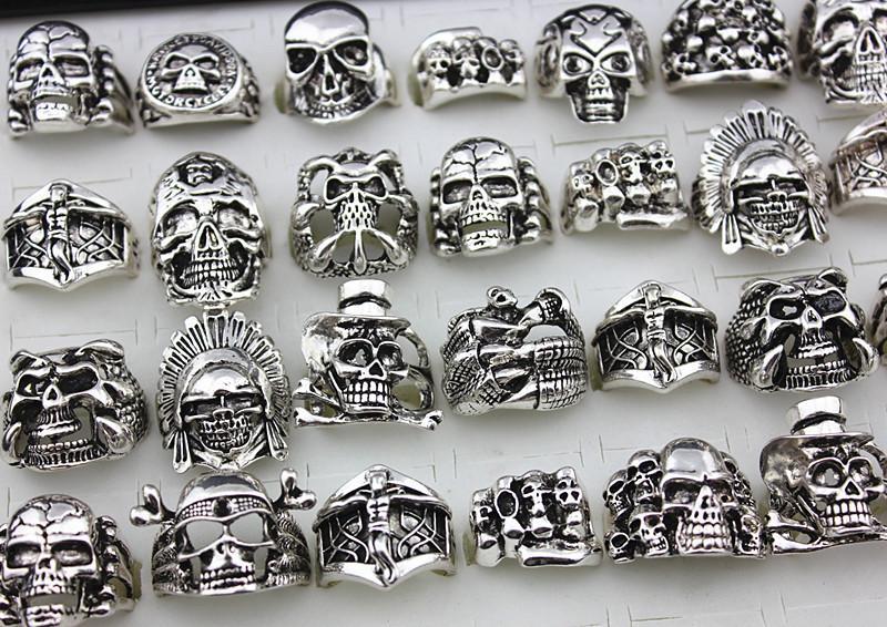 Heißer verkauf Gothic Schädel Carved Big Biker Ringe männer Anti-Silber Retro Punk Ringe Für Herrenmode Schmuck in groß großhandel