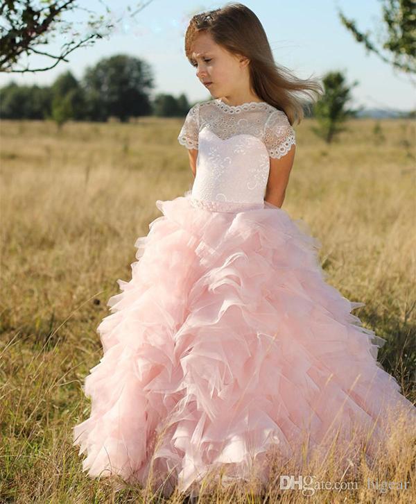 Розовое многоцветное платье для девочки с короткими рукавами