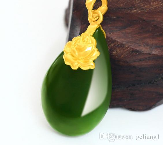 Altın kakma yeşim yeşil su damlacıkları şakayık çiçek açan çiçekler charm kolye kolye
