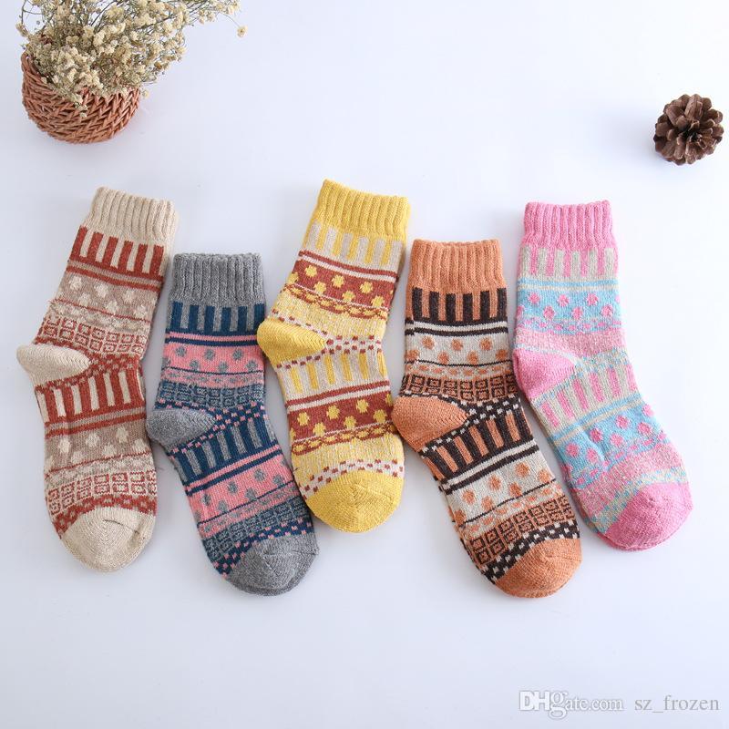 Calzini caldi delle lane di inverno delle calze delle donne di stili di 5 calze femminili Calze spesse variopinte di modo della squadra femminile delle signore calze di stile casuale libero del calzino