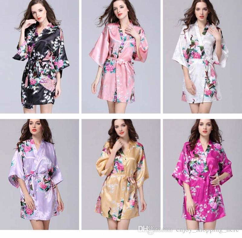 83d680c2f0 Acquista Donne Calde Di Vendita Kimono Notte Robe Seta Artificiale Satin  Wedding Sposa Abito Da Damigella D'onore Breve Floreale Accappatoio  Vestaglia Femme ...