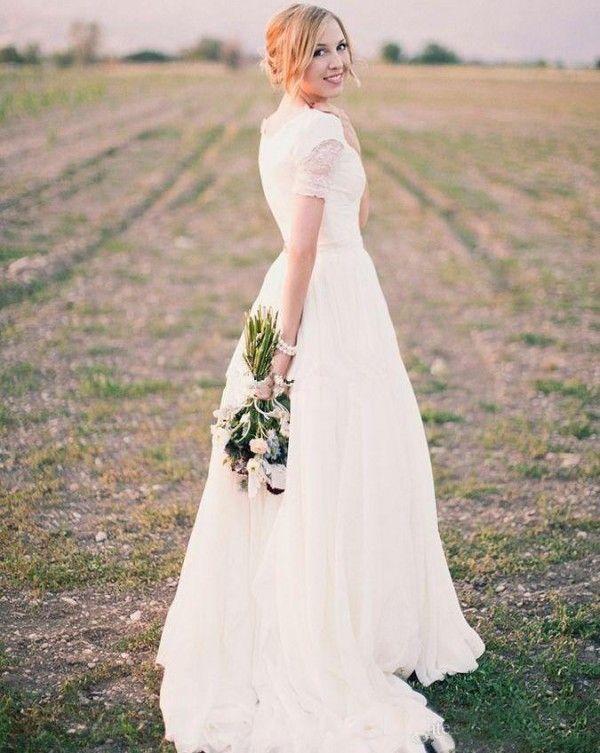 Modest bröllopsklänning med ärmar Land En linje Brudklänningar V Neck Lace Appliques Brud Formellt slitage med Sweep Train