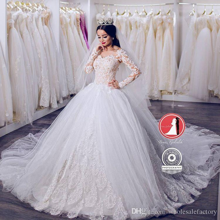 c17c320b6e8 Vintage Stunning Long Sleeves Wedding Dresses Saudi Arabic Dubai Style 2017  New Off Shoulders Lace Appliques Bridal Gowns Formal Vestidos Wedding Ball  Gowns ...
