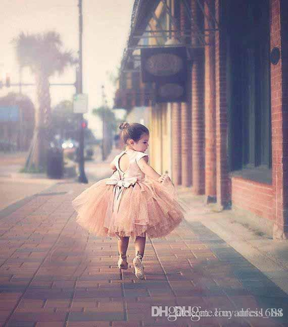 Vestidos para las mangas de las niñas 2016 Hot Blush Pink Stain Top Tul Tutu Bow Back Tea Length Vestido de las niñas flor para bodas