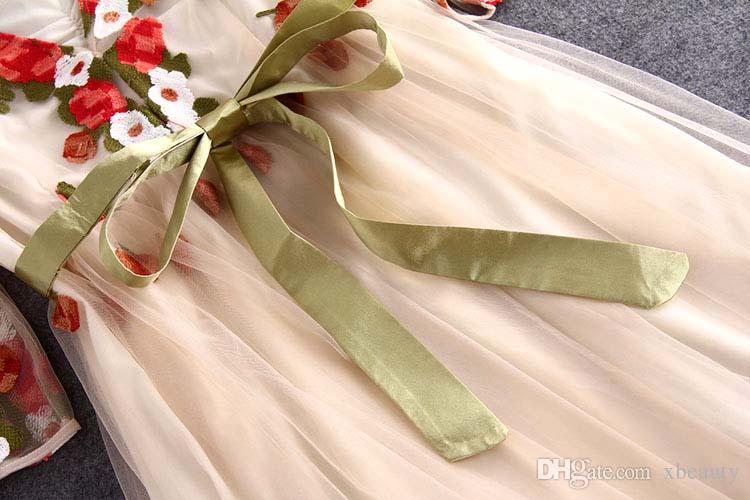 Plus Boyutlar Yüksek Kaliteli Yeni Geliş Kadın' Seksi V Yaka 3/4 Kollu Nakış Kanat Kemer Şık Uzun Pist Elbiseler