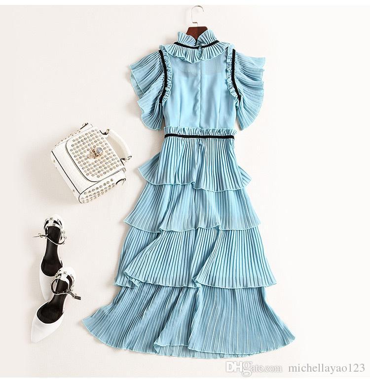 Vestido de pista 2017 Azul claro Ruffles Cuello Mangas cortas Vestido de mujer Pleats Lechas en cascada Vestido de estilo de celebridad M061751