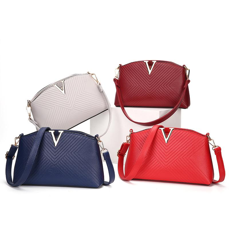 Fashion 2017 Small Chains Bag Women Candy Color Fresh Messenger Bags Female  Ladies Handbag Shoulder Bag Cross Body Bags Size26 16 6cm Cross Body Bag  Fashion ... 1cb7d1145c92e