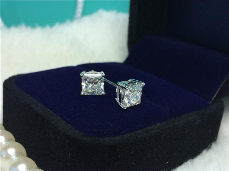 Lüks Prenses Kesim Saplama Küpe 2 karat / Çift Sentetik Elmas Saplama Küpe Kadınlar için 925 Gümüş Platin Kaplama Düğün Takı