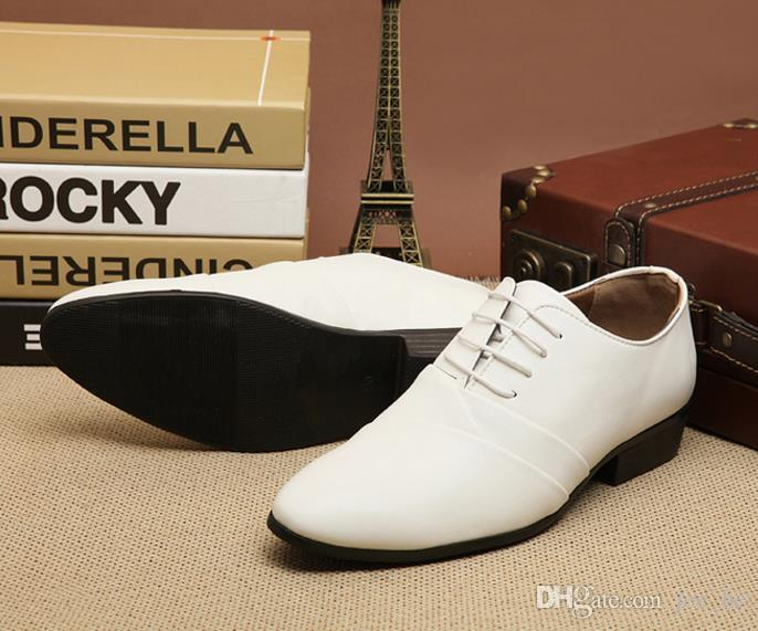 O envio gratuito de 2017 Chegam novas branco de couro partido lace-up dress plissado sapatos dos homens sapatos casuais noivo sapatos de casamento liqinghui