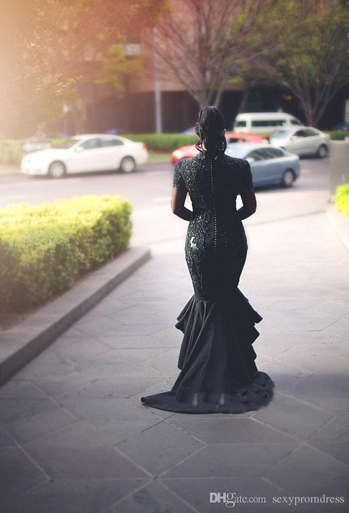 Negro profundo con cuello en V Vestidos de baile 2017 Tallas grandes del halter Apliques de encaje Vestidos de noche Satén Alto Bajo Árabe Sirena Vestidos de fiesta por encargo