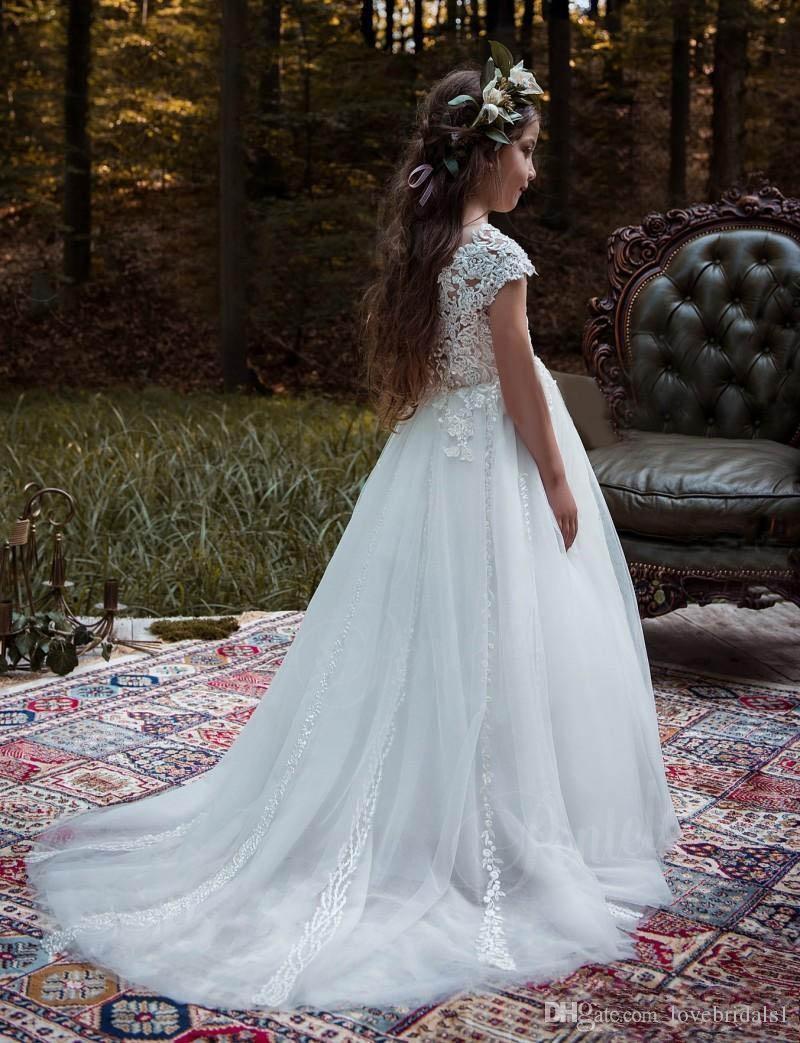 2019 dentelle Une Ligne Cap Manches Fleur Fille Robes Pour Pays Jardin Mariages Princesse Ras Du Cou avec Appliques Longues Filles Robe formelle