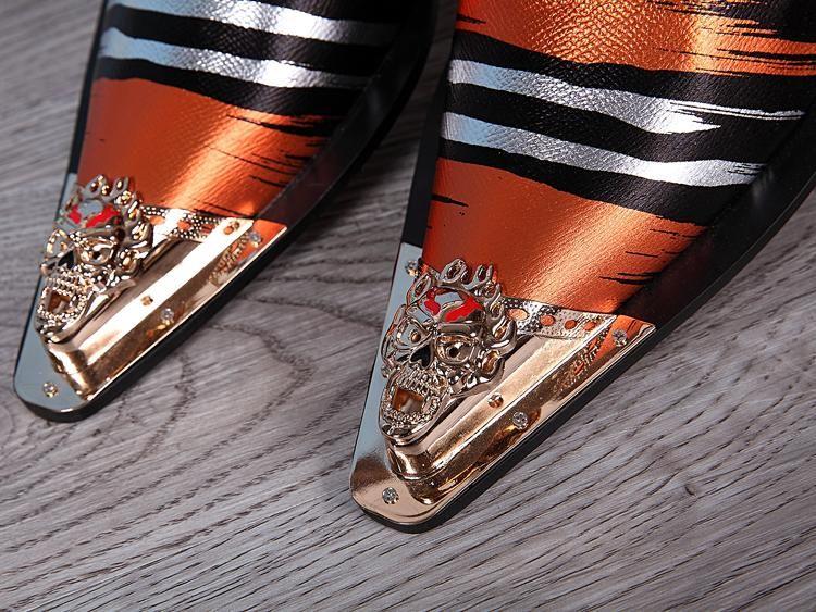 2017 Personalized Stripes Luxury Men Leisure Scarpe in pelle Fashion Designer Skull Metal Toe Slip On Scarpe Uomo Party Zapatillas