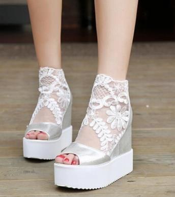 Nouveau Femmes 2017 Dentelle Sandales Chaussures Grande Fille À Talons Hauts Lady Chaussures Imperméables De Mode Discothèque Sexy Chaussures Ascenseur