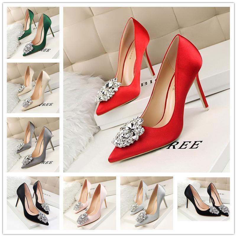 fa02cf8ef541ce Großhandel Schöne Frauen Pumps Schöne Rote Untere Hohe Absätze Rote Schwarze  Valentine Schuhe Spitz Sexy Thin High Heels Schuhe Frauen Von Raleighte