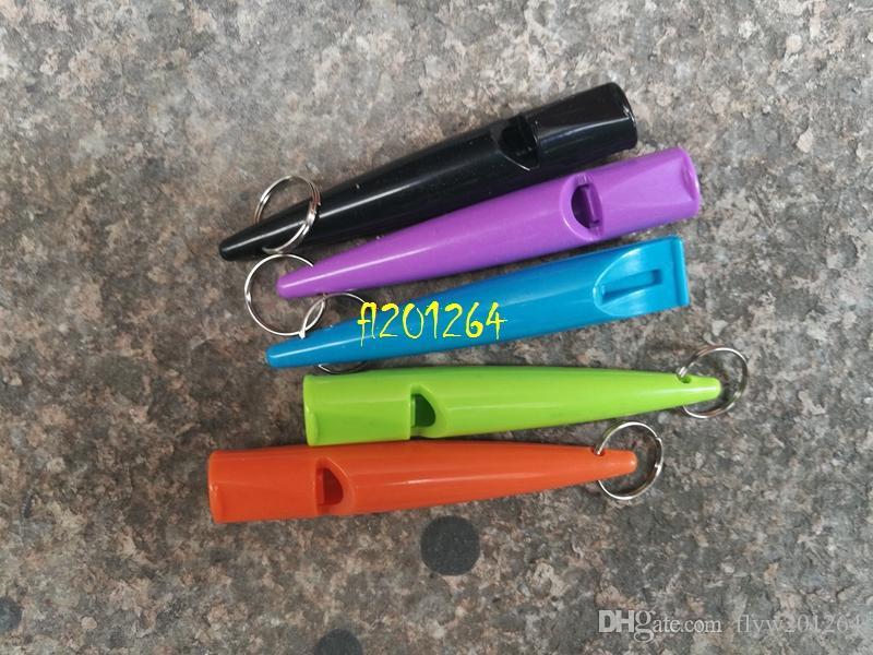 10 pz / lotto Spedizione gratuita 8 cm longth Fischietto cani Stop Barking Silent Pet Training Fischio di plastica con portachiavi i