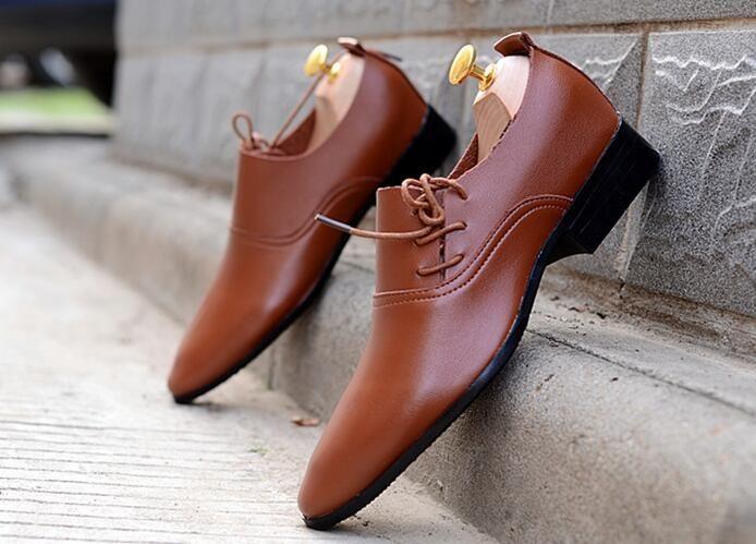 NEW HOT Vente chaussures de mariage blanc pour hommes Hommes chaussures en cuir noir et blanc Hommes uniques chaussures de sport chaussures de marié