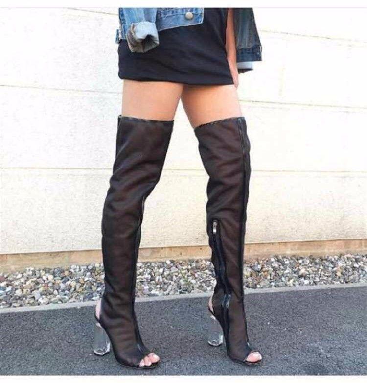 3be36195f6b Compre Mulheres Sexy Malha Peep Toe Coxa Botas Altas Estilo Celebridade  Sobre O Joelho Feminino Sapatos De Cristal Transparente De Salto Alto  Zapatos Mujer ...