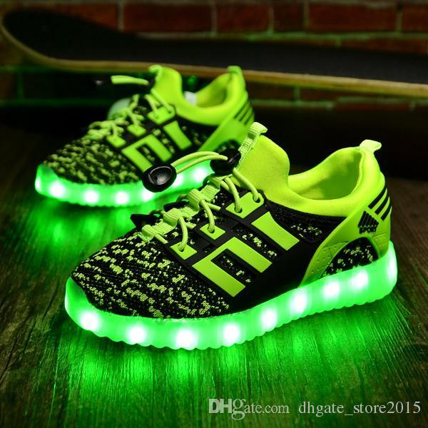 Chaussures enfants rechargeables avec des baskets USB pour enfants