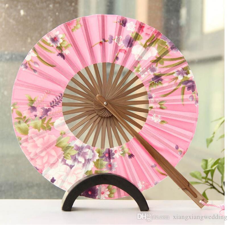 Le Moulin à Vent Japonais Pliant Ventilateur Circulaire Ventilateur De Mariage À La Main En Tissu De Soie Chinois Variété De Dessins Et Modèles