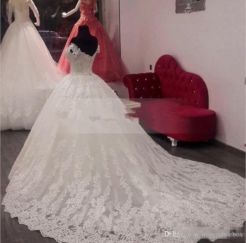 Vintage Off Shoulder Lace Vestidos de novia africanos 2019 Tallas grandes Barrido de tren con cordones Vestidos de novia blancos para Garden Country abiti da sposa