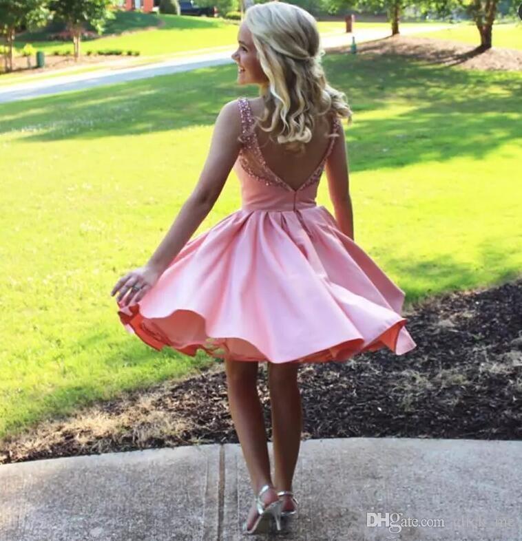 Prenses Pembe Kısa Parti Elbiseler Sheer Boyun Boncuk Kristaller Backless Homecoming Elbise Saten A Hattı Örgün Yong Kız Ucuz Balo Elbise Giymek