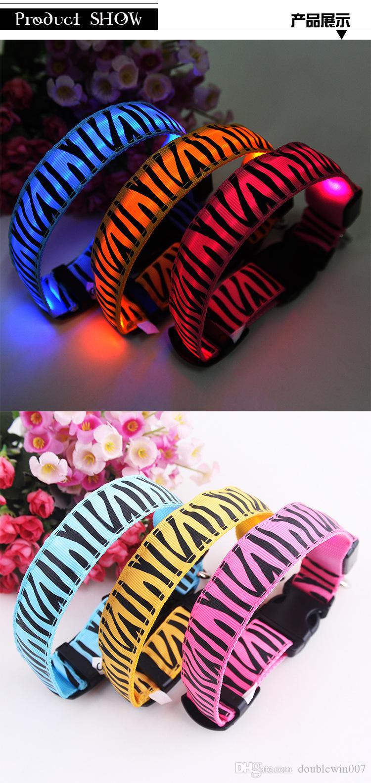 Zebra Stripe LED Light brille et clignote dans l'obscurité Collier de chien Collier de chien LED Grand Petit Collier de sécurité pour chien de taille moyenne Noël