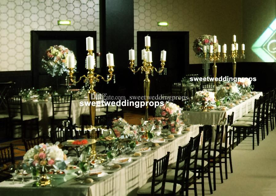 Dekor için çiçek aranjmanı ile altın düğün çiçek vazo metal vazo