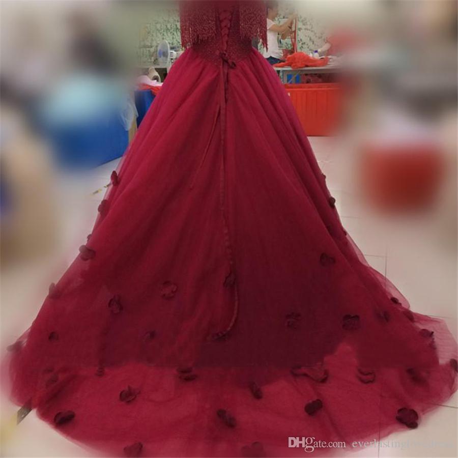 Abiti da sposa in tulle bordeaux Abiti da ballo con spalle scoperte e nappe Abito da sposa con cristalli pesanti con nappa