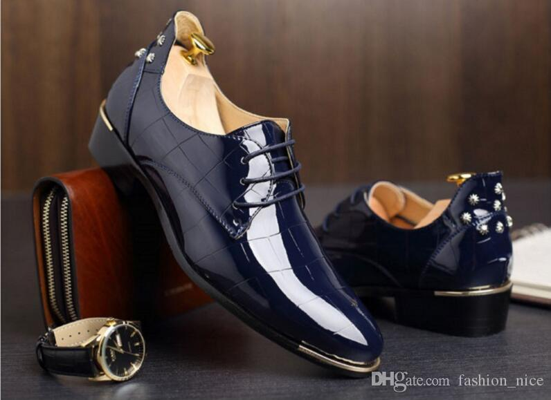 Leather MenShoes British Style Rivets Red Dress Shoes Bottom Handmade Fashion Wedding Male Shoes Man Cow Leather Shoes