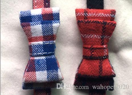 Freies Verschiffen Haustierhundewelpenkatzenkätzchen-Kragen-Halsketten-Plaid mit kleinen Hundehaustierkragen der Glocke mischte Farben /