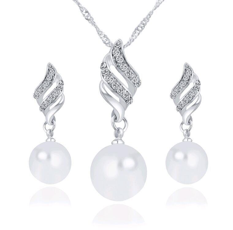En gros Smart Pearl Pearl Sets pour Party Hot vente coréenne Ailes Collier Boucles D'oreilles Set pour Demoiselles D'honneur