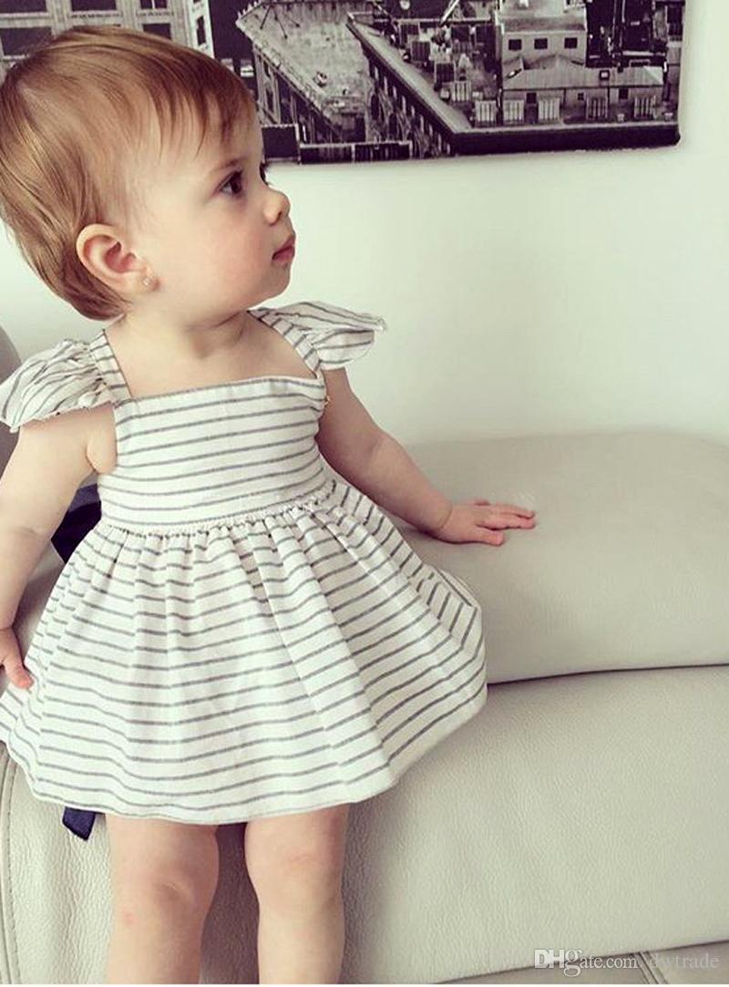 2017 الفتيات بلاتشي فساتين بيضاء شريط تصميم الفتيات ملابس قصيرة الأكمام القطن توتو فساتين بنات حزب فساتين