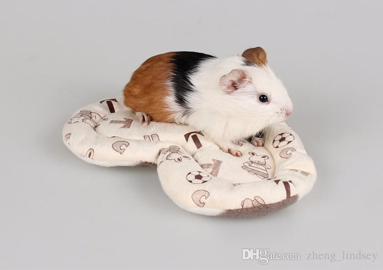 Anti-bite Small Pet Hamster Heart Shaped Mat Soft Short Plush Winter Warm Pet Guinea Pig Hedgehog Bed House Pet Toys