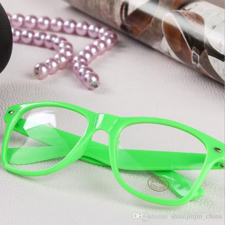 Heiße Sonnenbrille Unisex-Sonnenbrille Rivet-Sonnenbrille Retro-Farbe Unisex-Punk-Aussenseiter-Art-klare Linsen-Gläser OOA4808