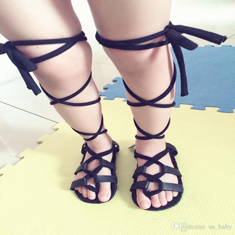 لا يوجد الرصاص !!! جلدية أحذية أطفال الأخفاف أسفل فتاة الصيف لينة صندل الرضع الصنادل الرومانية الصليب مرتبطة والعشرين أحذية المشي