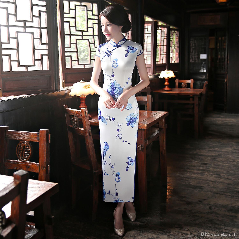 2480af8826de Acquista Shanghai Story Vintage Long Qipao Abito Tradizionale In Seta  Sintetica Abito Orientale Cinese Abbigliamento Donna Cinese Cheongsam  Bianco A  31.51 ...