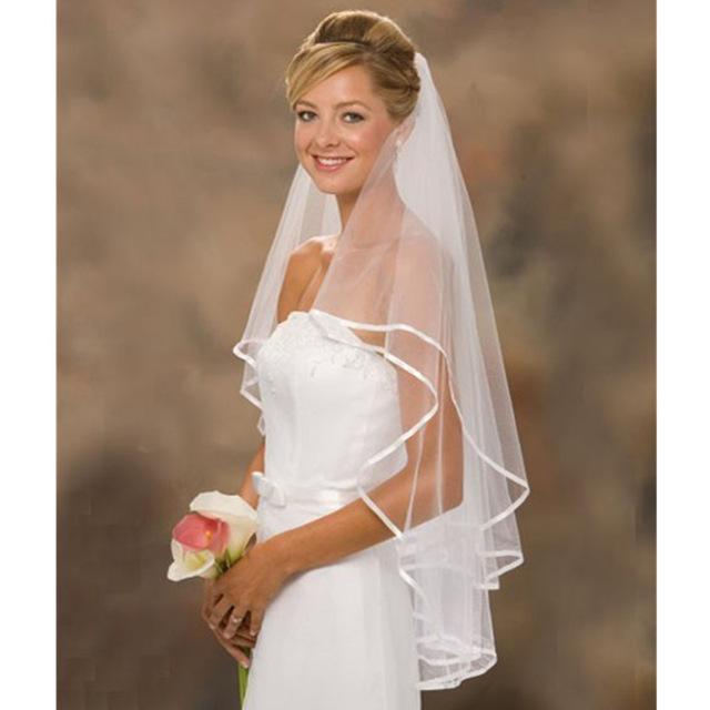 Basit Kısa Tül Düğün Veils Aksesuar Mağazada Ucuz Şerit Kenar Stokta Fildişi Beyaz Gelin Peçe