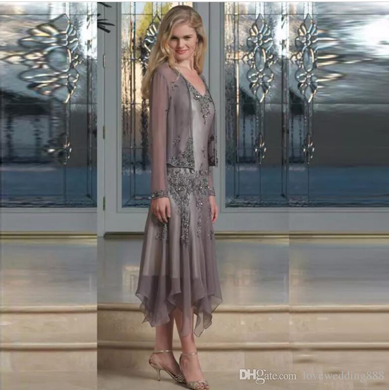 Elegantes abalorios de gasa Vestidos para madre de novia 2019 Vestidos para el banquete de bodas de las mamás con longitud de té y manga larga transparente Abrigo
