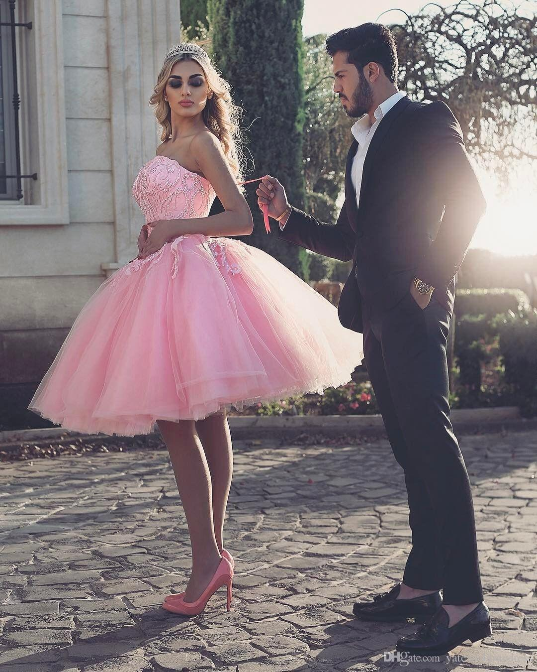 Said Mhamad Elegant Pink Homecoming Dresses Strapless Sleeveless Prom Dresses With Lace Applique Tiered Knee-Length Custom Made Party Gowns