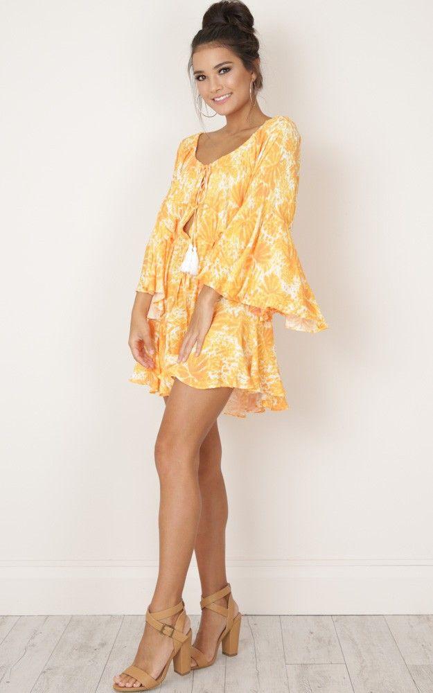 Neue heiße langarm 2019 Frauen Overall Kurze Gelbe Blumendruck Kurze Spielanzüge Weg Von Der Schulter Sexy Overall Hose Lose Bodysuits