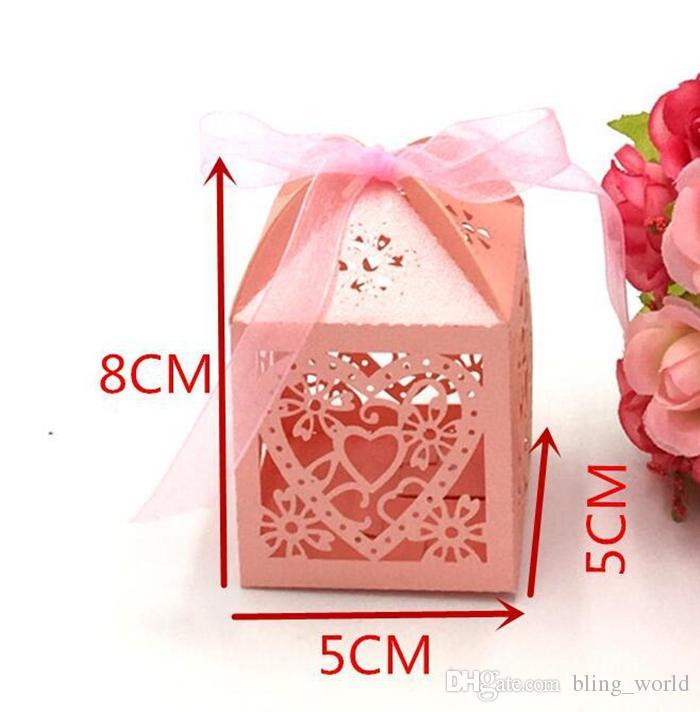 Cajas de dulces Love Heart Hollow Carriage Baby Shower Favors Box Regalos para los partidarios del favor del partido con la cinta Fuentes del banquete de boda YW225