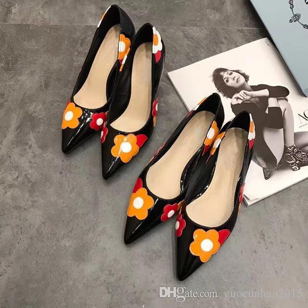 Colorido Flor Vestido de Festa de Casamento Sapatos Mulheres Gatinho calcanhar couro de Patente Dedo Apontado Moda Senhoras Bombas Primavera Verão T Show de Sapatos