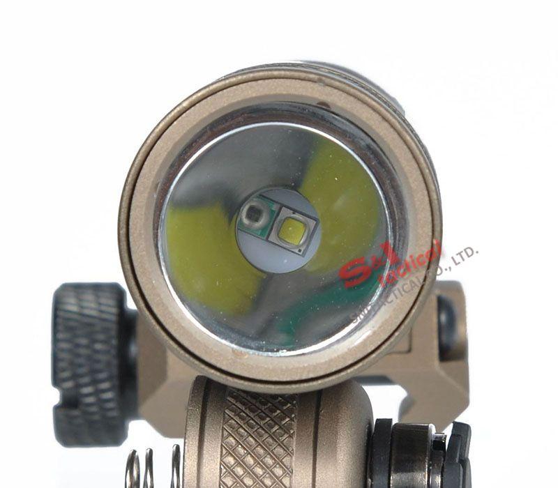 Tactical SF M300V-IR Scout Light Gun Light LED Blanco y salida IR Tierra oscura