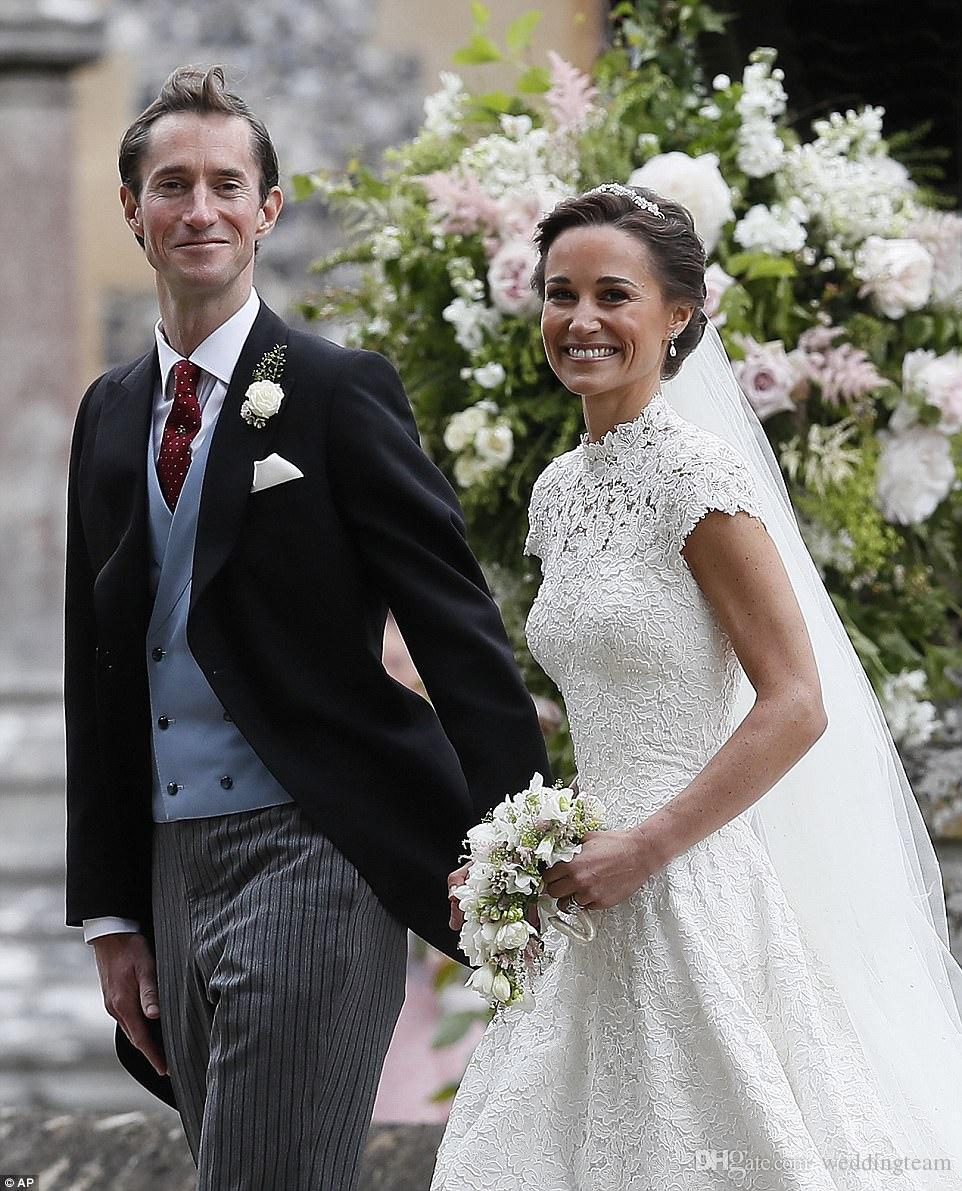 Pippa Middleton dantel Gelinlik Yüksek Boyun A-Line Backless Inciler Gelinlik ile Cap Kollu Şapel Gelinlikler