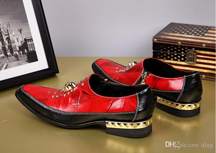 Neue Ankunfts-LuxuxMens Red Freizeit-Lederschuhe Modedesigner Schädel-Charme-Nieten Beleg auf Party-Schuhe Weiß Japan anzeigen Schuhe AXX112