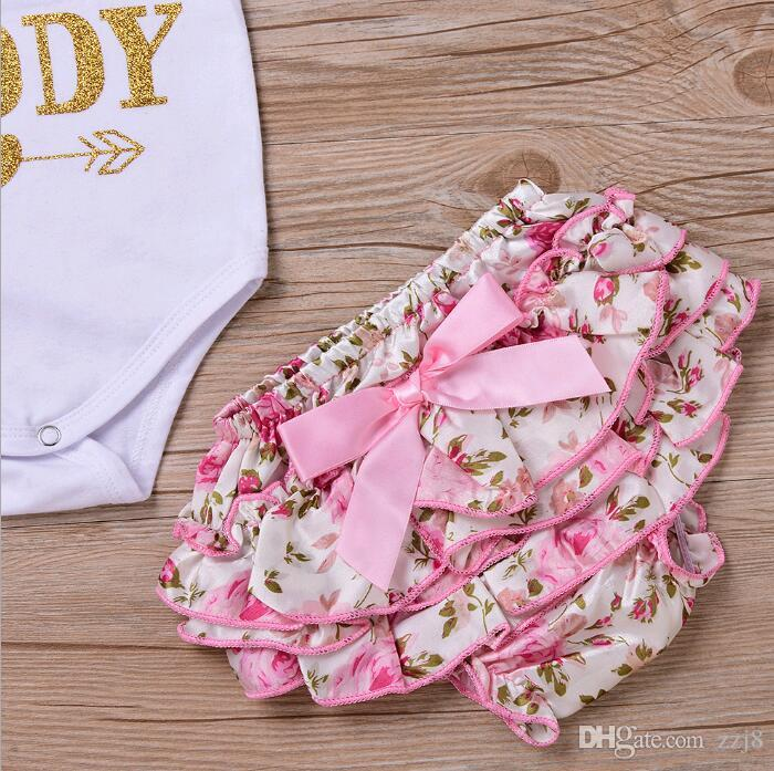 Yenidoğan Bebek Giyim Setleri Çocuk Giysileri Mektup Baskı Romper ve Kırık Çiçek Ruffled Yay Şort Bebek Tulumları için Suits