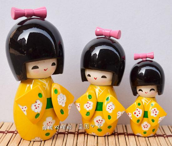 Bambole giapponesi, pupazzi, tre pezzi di ornamenti, bambole, regali di festa, bambole kimono, mazze gialle